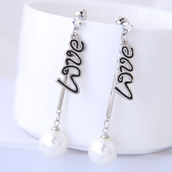 Stylish Alloy Imitation Pearls With Imitation Pearl Women's Fashion Earrings (Sold in a single piece)